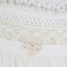 e1b97784a4b ... TWIN - SET рокля екрю с дантела и бродерии